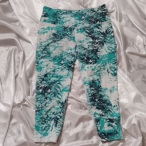 Nike dri-fit cropped leggings size S